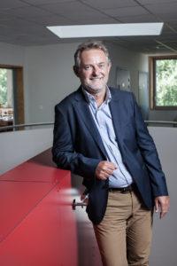PORTRAIT DE PHILIPPE DEMOLIN, fondateur et associé du cabinet d'assurance CLC assurance international situé à Villenave d'Ornon près de Bordeaux, par Ulrich Chofflet Photographe auteur.